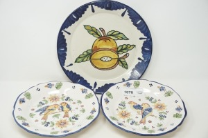 DECORATIVE PLATES INCLUDING J. WILFRED MADE IN PORTUGAL AND MADE IN MEXICO - DEN