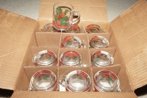 VINTAGE LIBBEY GLASS HOLIDAY MOTIF MUGS IN ORIGINAL BOX, MATCHES 1081 - DEN
