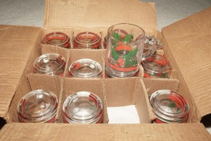 VINTAGE LIBBEY GLASS HOLIDAY MOTIF MUGS IN ORIGINAL BOX, MATCHES 1079 - DEN