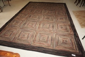 MODERN AREA RUG, APPROXIMATELY 10.5 X 7.5 - DEN