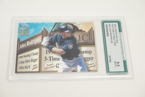 2000 CROWN ROYALE FEATURE ATTRACTIONS ALEX RODRIGUEZ BASEBALL CARD, AGS GRADED 9.5 MINT+