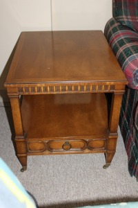 VINTAGE MORGANTON END TABLE WITH DRAWER