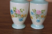 PAIR OF VINTAGE SALT AND PEPPER SHAKERS - 2