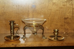 MIXED LOT OF 2 CANDLE HOLDERS AND ONE DECORATIVE GLASS DISH WITH FOOTED HOLDER