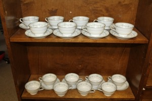 LOT OF 28 PIECES OF VINTAGE CHINA NORITAKE NORWOOD CUPS AND SAUCERS