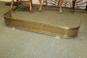 ANTIQUE FOOTED BRASS FIREPLACE FENDER GUARD SURROUND