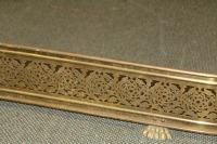 ANTIQUE FOOTED BRASS FIREPLACE FENDER GUARD SURROUND - 2