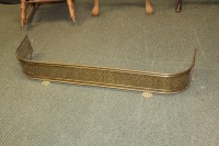 ANTIQUE FOOTED BRASS FIREPLACE FENDER GUARD SURROUND - 3
