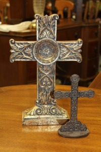 2 DECORATIVE TABLETOP CROSS STATUES