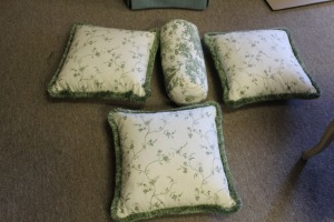 LOT OF 4 DECORATIVE GREEN AND WHITE PILLOWS