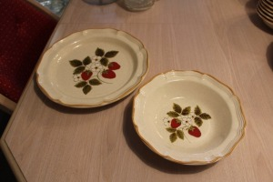 MIKASA STRAWBERRY FESTIVAL LARGE PLATTER AND LARGE VEGETABLE BOWL