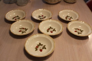 LOT OF 7 MIKASA STRAWBERRY FESTIVAL BOWLS