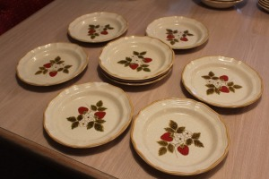 LOT OF 9 8IN MIKASA STRAWBERRY FESTIVAL PLATES