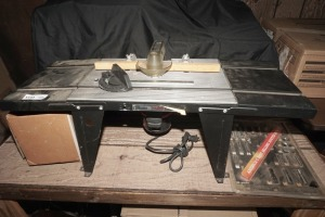CRAFTSMAN ROUTER TABLE WITH ACCESSORY BITS AND PAPERWORK