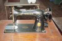 ANTIQUE SINGER SEWING TABLE AND MACHINE - 2