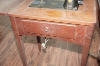 ANTIQUE SINGER SEWING TABLE AND MACHINE - 3