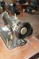 ANTIQUE SINGER SEWING TABLE AND MACHINE - 6