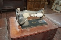 ANTIQUE SINGER SEWING TABLE AND MACHINE - 7