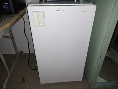 SANYO STUDENT / DORM REFRIGERATOR, CONDITION UNKNOWN