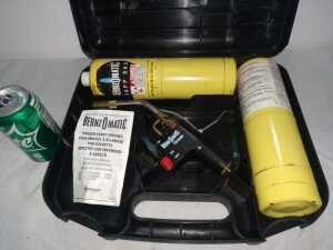 BENZOMATIC TS4000 TRIGGER START TORCH WITH TWO CANISTERS IN A CARRYING CASE
