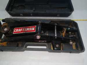 CRAFTSMAN HYDRAULIC JACK IN CARRYING CASE, CASE IS CRACKED AND BROKEN