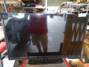 VIZIO 32-IN TELEVISION, MODEL E32080, CONDITION UNKNOWN, NEEDS REPAIR DOES NOT POWER UP