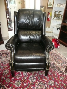 VERY NICE BLACK LEATHER RECLINING CHAIR BY BRADINGTON AND YOUNG
