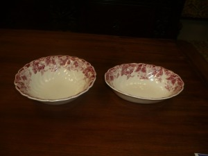 LOT OF 2 JOHNSON BROTHERS STRAWBERRY FAIR ROUND AND OVAL SERVING BOWLS