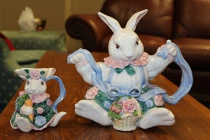 LOT OF 2 VINTAGE FITZ AND FLOYD BUNNY TEAPOT AND CREAMER