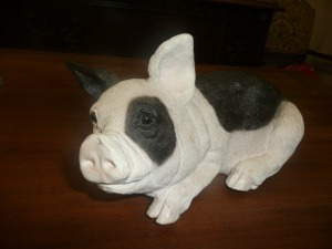 ANIMAL CLASSICS BLACK AND WHITE PIG STATUE