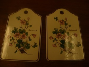 LOT OF TO VILLEROY & BOCH DECORATIVE BOTANICA TRIVETS / CUTTING BOARDS