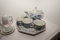VINTAGE PORCELAIN TEA SET MINIATURES - LIV - 6