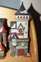 DEPARTMENT 56 SNOW VILLAGE FIGURES ON TOP SHELF MARKED 1026 - LIV - 11