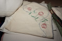 VINTAGE TABLE LINENS - LIV - 6