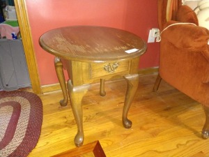 OVAL SIDE TABLE, 26-IN WITH DRAWER, FINISH HAS SOME WEAR