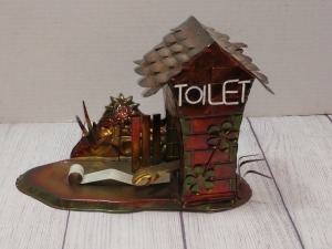 COPPER COLOR TIN METAL SCULPTURE, OUTHOUSE THEMED, HAS ARM TRYING TO CATCH TOILET PAPER, PLAYS HOME ON THE RANGE