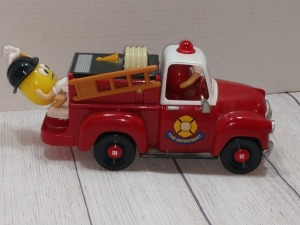 M&M CHARACTERS very collectible FIRE TRUCK, IN GOOD CONDITION