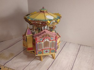 ENESCO CAROUSEL MERRY-GO-ROUND THEMED MUSIC BOX, ORIGINALLY PLAYS CASSETTES, NO POWER CORD FOR TESTING