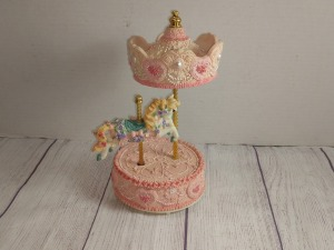SINGLE CAROUSEL HORSE MUSIC BOX, PLAY S EVERGREEN