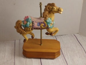 CARLTON CARD S SINGLE HORSE CAROUSEL HORSE ON WOODEN BASE, PLACE CAROUSEL WALTZ