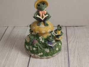 FROG STORY TIME MUSIC BOX, DOES PLAY, DO NOT KNOW THE TUNE