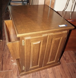 VINTAGE SOLID WOOD END TABLE CABINET WITH SIDE MAGAZINE RACK