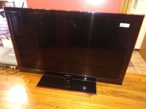 46 INCH SAMSUNG T.V. SELLER STATES NOT WORKING. BEING SOLD CONDITION UNKNOWN .