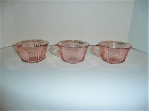 LOT OF VINTAGE QUEEN MARY PINK DEPRESSION GLASS CUPS