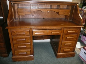 VERY NICE VINTAGE ROLL TOP DESK BY JASPER CABINET