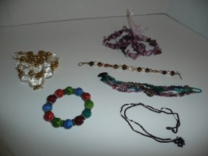 LOT OF COSTUME JEWELRY BRACELETS
