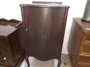 BEAUTIFUL ANTIQUE CABINET WITH WOODEN SHELVES INSIDE, CURVED FRONT