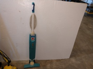HOOVER BRAND TWO-SPEED QUICK BROOM, does power up