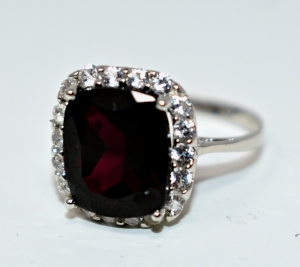 STERLING SILVER LARGE GARNET RING SIZE 8