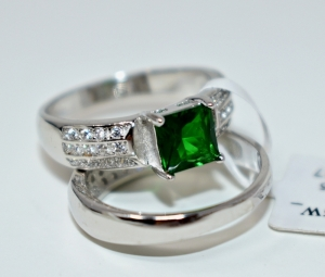 STERLING SILVER CREATED EMERALD RING SET SIZE 7